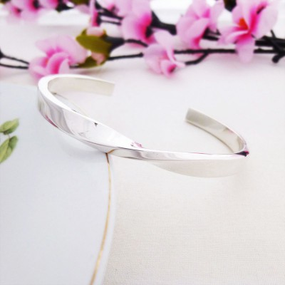 Kendra twist sterling silver bangle