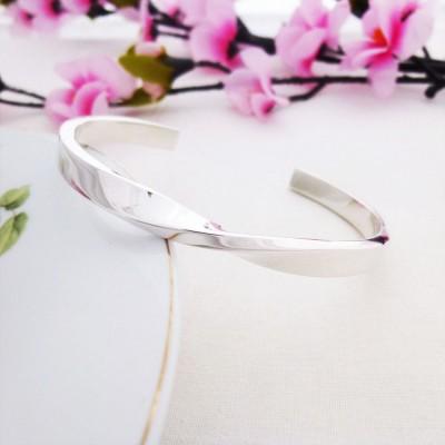 Kendra twist sterling silver bangle