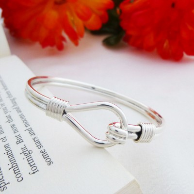 Alice heavy loop silver bangle