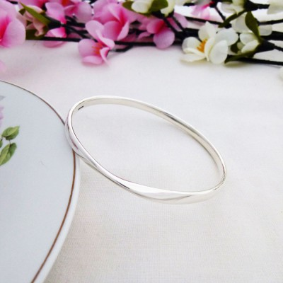 Trixie solid silver bangle