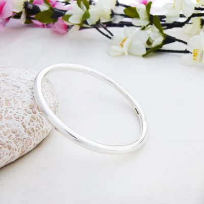 Isabeau Small Solid Silver Bangle
