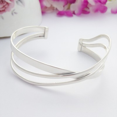 Bruna Narrow Wavy Cuff Bangle
