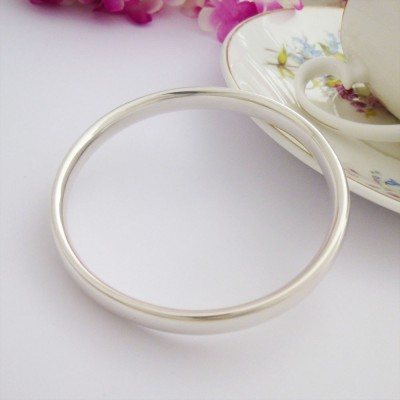 Mya large solid silver bangle