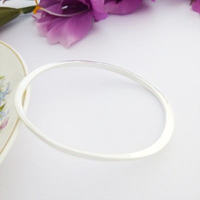 Orla oval shaped bangle