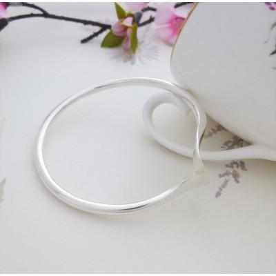 Talia shaped silver bangle