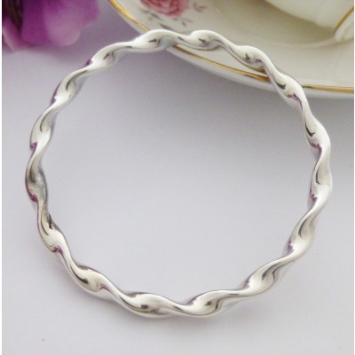 Tia Extra Large Twisted Bangle