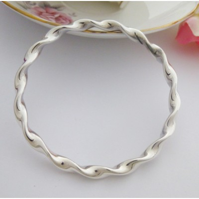 Tia solid 925 sterling silver bangle