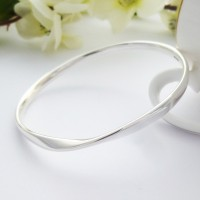 Trixie Solid Twist Bangle