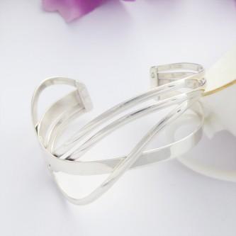 Alana wide wavy cuff