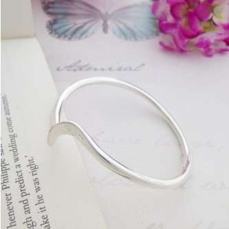 Talia shaped silver bangle