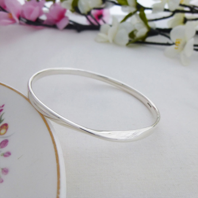 Trixie silver round bangle