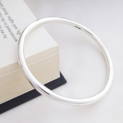Isabeau solid silver round bangle